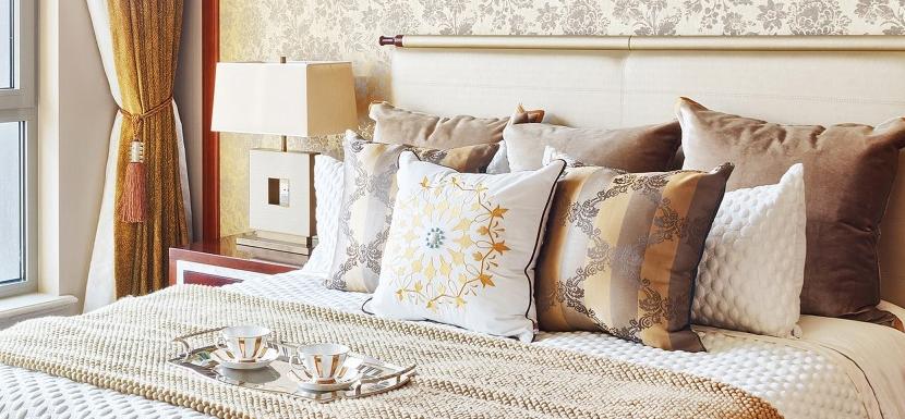 Přehozy a dekorační povlaky